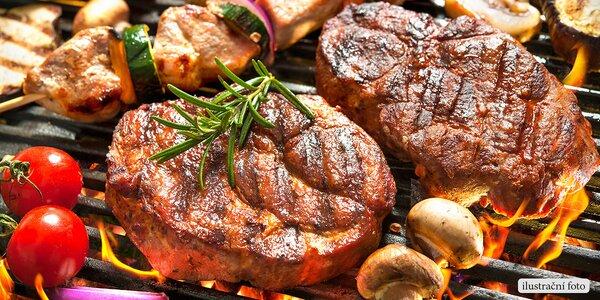 Prkno plné steaků pro partu přátel