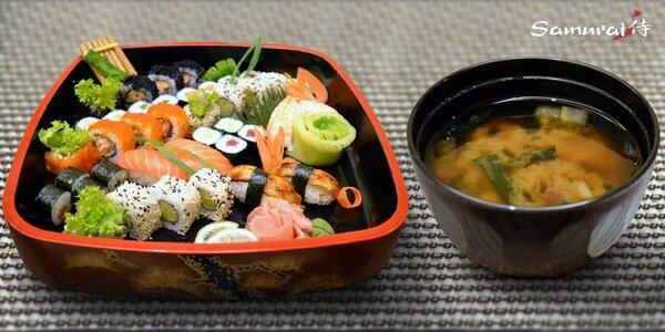 Japonské sushi menu ve známé restauraci Samurai