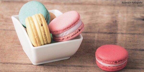 10 makronek z francouzské cukrárny Les Délices