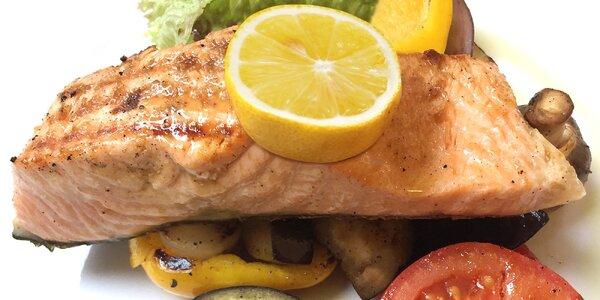 Šťavnatý grilovaný losos a domácí dezert