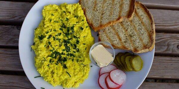 Lahodná snídaně ve veganské kavárně Moment