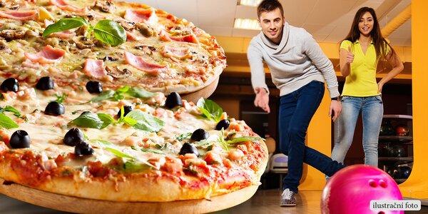 Bowling pro partu hráčů a dvě chutné pizzy