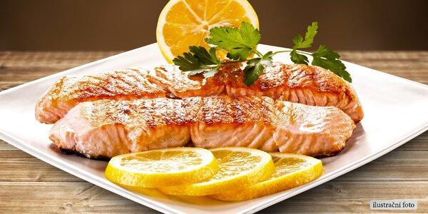 Šťavnatý grilovaný losos a po něm domácí dezert