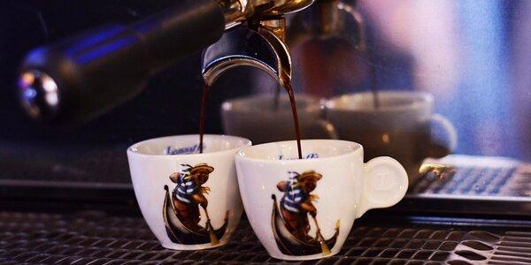 Káva nebo čaj pro 2 osoby v Kavárně pod Věží