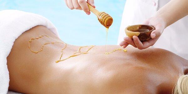 Sladká relaxace při detoxikační medové masáži