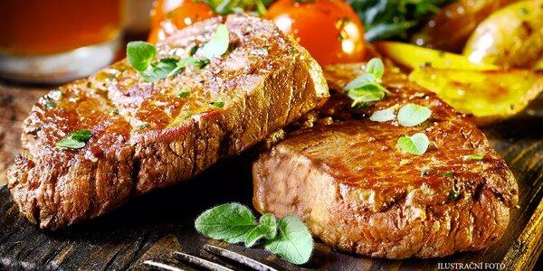Dva šťavnaté hovězí steaky s přílohou