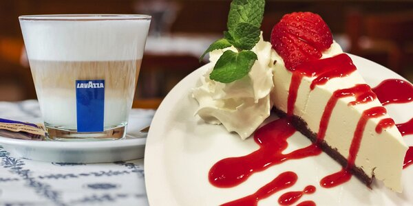Domácí cheesecake a káva u Pražského hradu