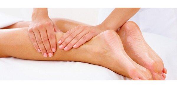 Manuální lymfatická masáž nohou proti celulitidě