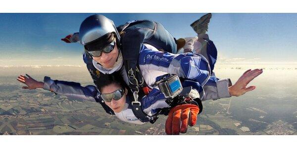 Tandemový seskok z výšky 4000 m včetně videa a foto