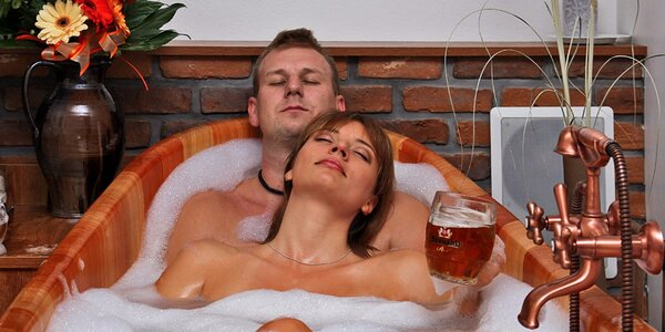 Hodinový relax pro dva v pivních lázních