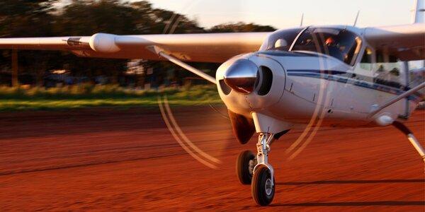 Let na pohyblivém leteckém trenažéru Cessna