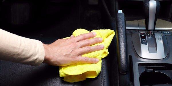 Důkladné extrakční čištění sedadel vozidla