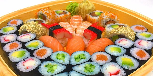 Sushi set s sebou s možností rozvozu