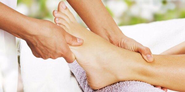 Relaxační masáž nohou s bylinnou koupelí