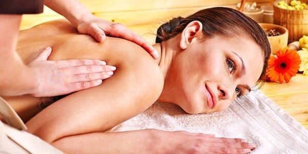 Aromaterapie – masáž zad a šíje éterickými oleji