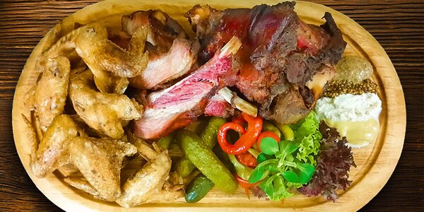 Mamutí porce masa: koleno, žebra a křídla