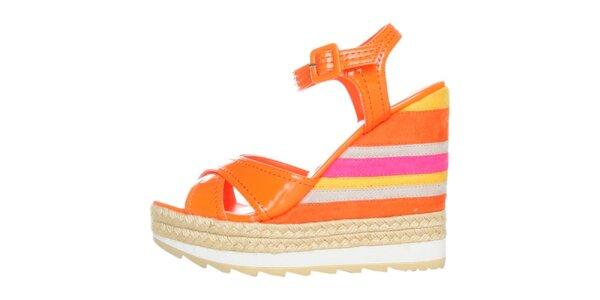 Dámské pomerančové lakované sandále na pruhovaném klínku GAS