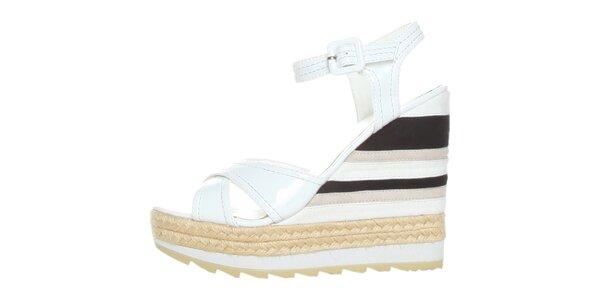 Dámské bílo-černé lakované sandále na pruhovaném klínku GAS