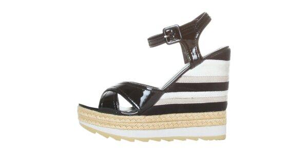 Dámské černo-bílé lakované sandále na pruhovaném klínku GAS