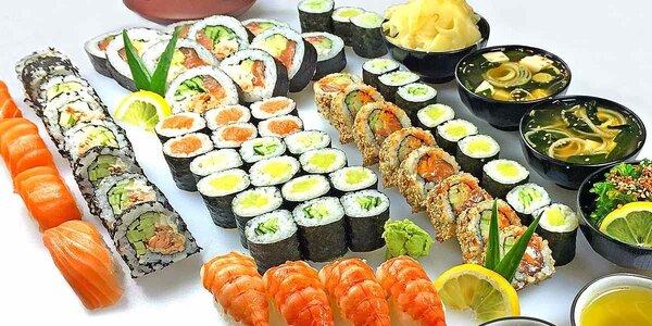 Velký sushi set s polévkou, salátem a čajem