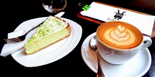 Delikátní cheesecake a káva nebo čaj