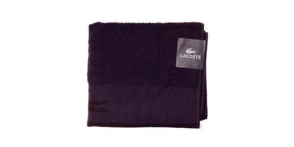 Větší tmavě fialový ručník Lacoste