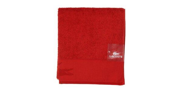 Větší sytě červený ručník Lacoste