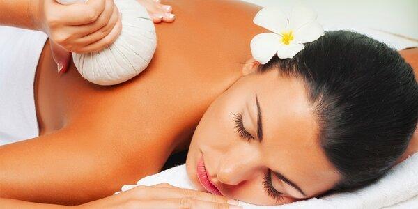 Ajurvédská 60minutová masáž bylinnými měšci