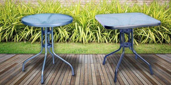Zahradní stoly s kovovým rámem
