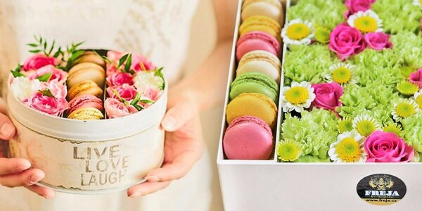 Netradiční dárek: Květiny a makronky v krabičce