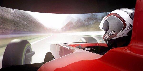 Simulátor F1 se závodníkem Janem Charouzem