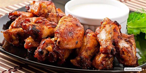 Porce kuřecích křídel s pikantní omáčkou