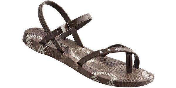 Hnědé dámské sandály Ipanema s květinovým potiskem a kamínky