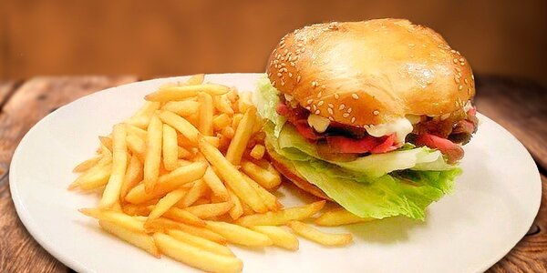 S láskou připravený burger napěchovaný dobrotami