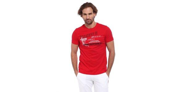 Pánské červené triko s černo-bílým potiskem Cooperativa