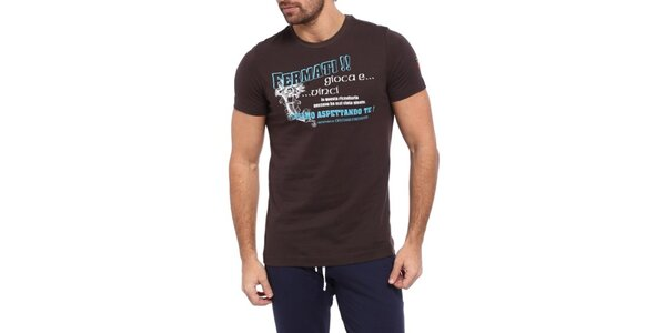Pánské tmavě hnědé triko s modro-bílým potiskem Cooperativa