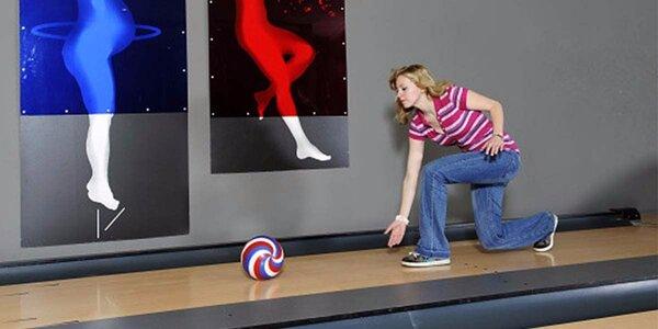 Hodina bowlingu nebo bowling s 1 kg lahodných řízků