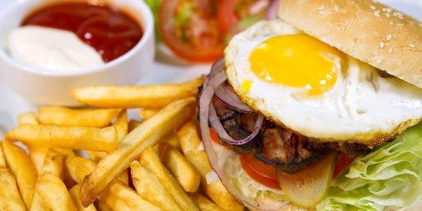 Pořádný XL burger s porcí hranolků