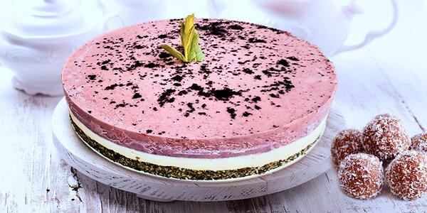 Zdravé a chutné raw brusinkové koule a dortíky