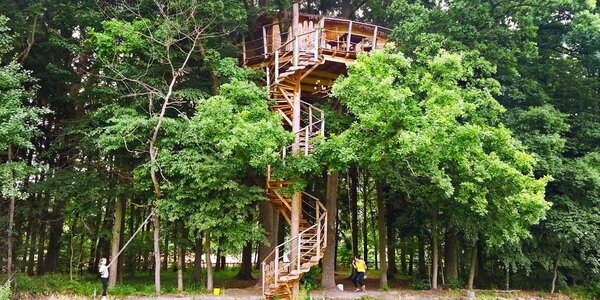 Unikátní domek v korunách stromů: noc až pro 3
