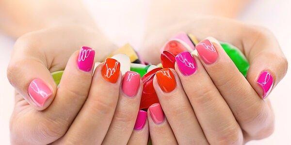 Nové gelové nehty nebo výživná manikůra s keratinem