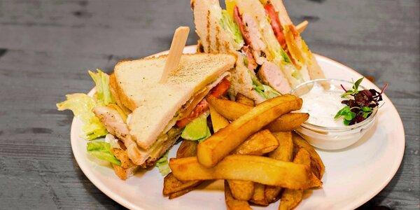 Obrovský 320g Club sendvič s domácími hranolky
