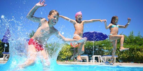 Plavání a lenošení na rodinném koupališti