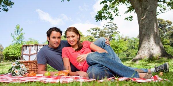 Piknikové koše plné dobrot – pochutnejte si v parku