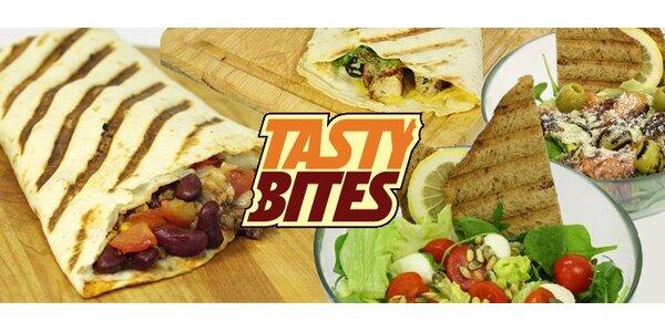 169 Kč za DVĚ plněné tortily a DVA velké zeleninové saláty od Tasty Bites.