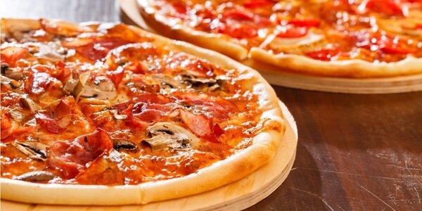 Dvě pizzy s ingrediencemi podle vaší chuti