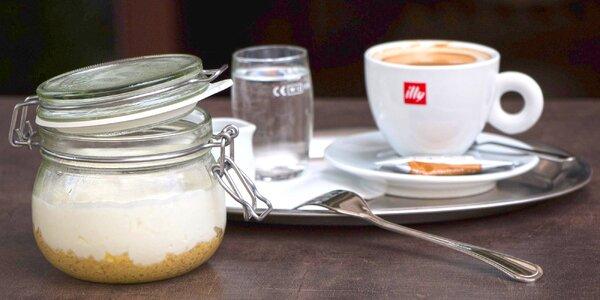 Domácí cheesecake a voňavá káva
