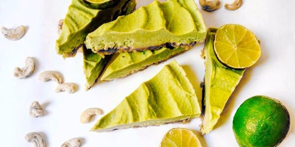 Zdravé osvěžení: Raw dort a ovocný fresh nápoj
