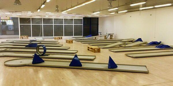 90minutový indoor minigolf včetně vybavení