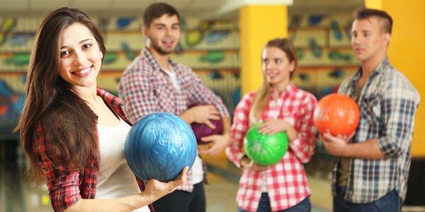 Hodina bowlingu a domácí brambůrky pro 8 lidí